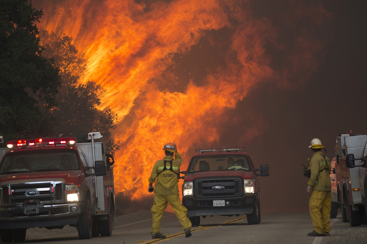 terrible-beauty-of-fire-in-california-07