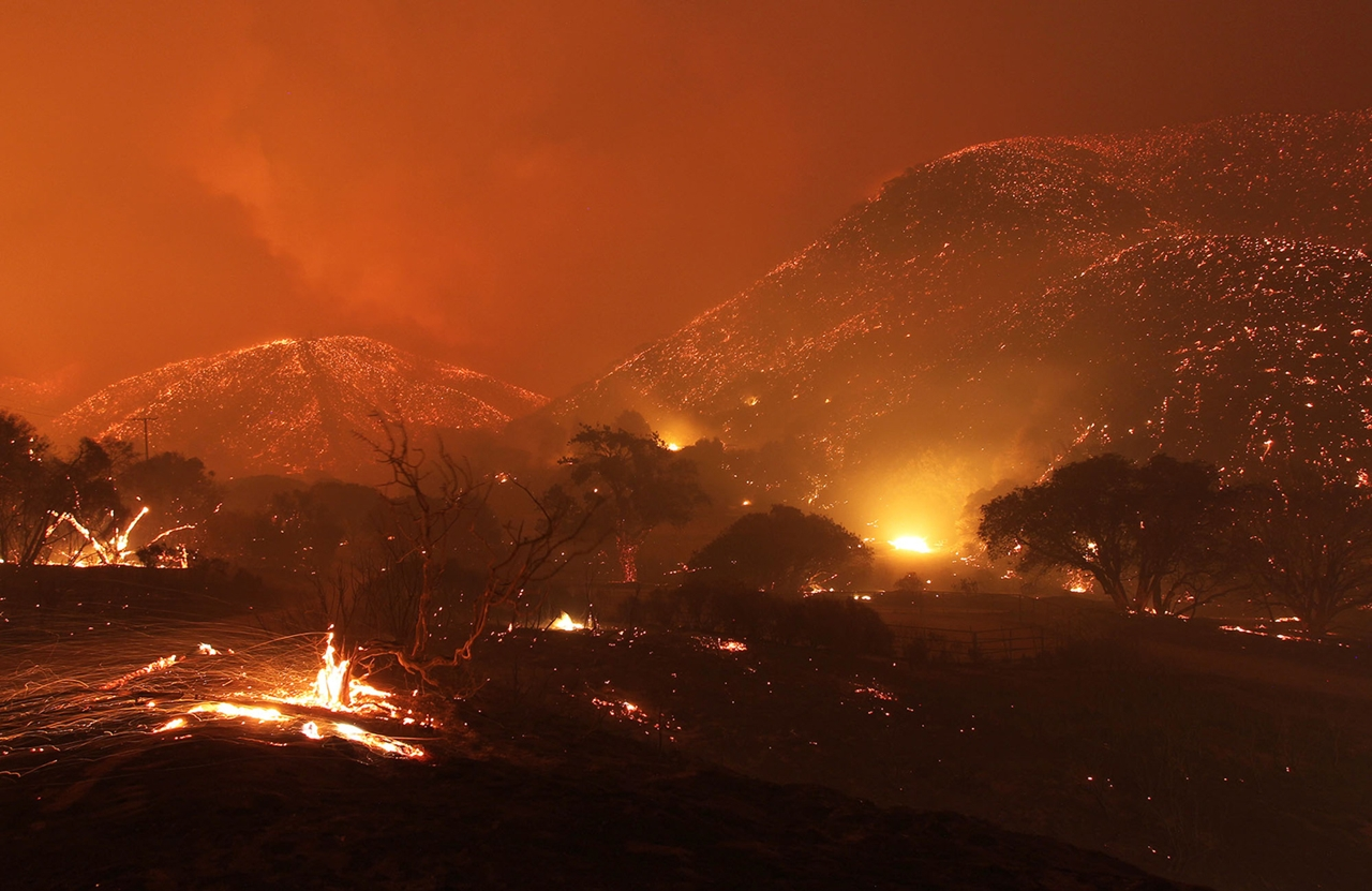 terrible-beauty-of-fire-in-california-10