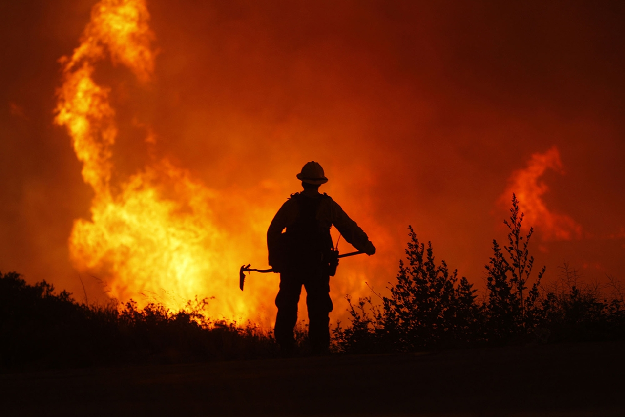 terrible-beauty-of-fire-in-california-12
