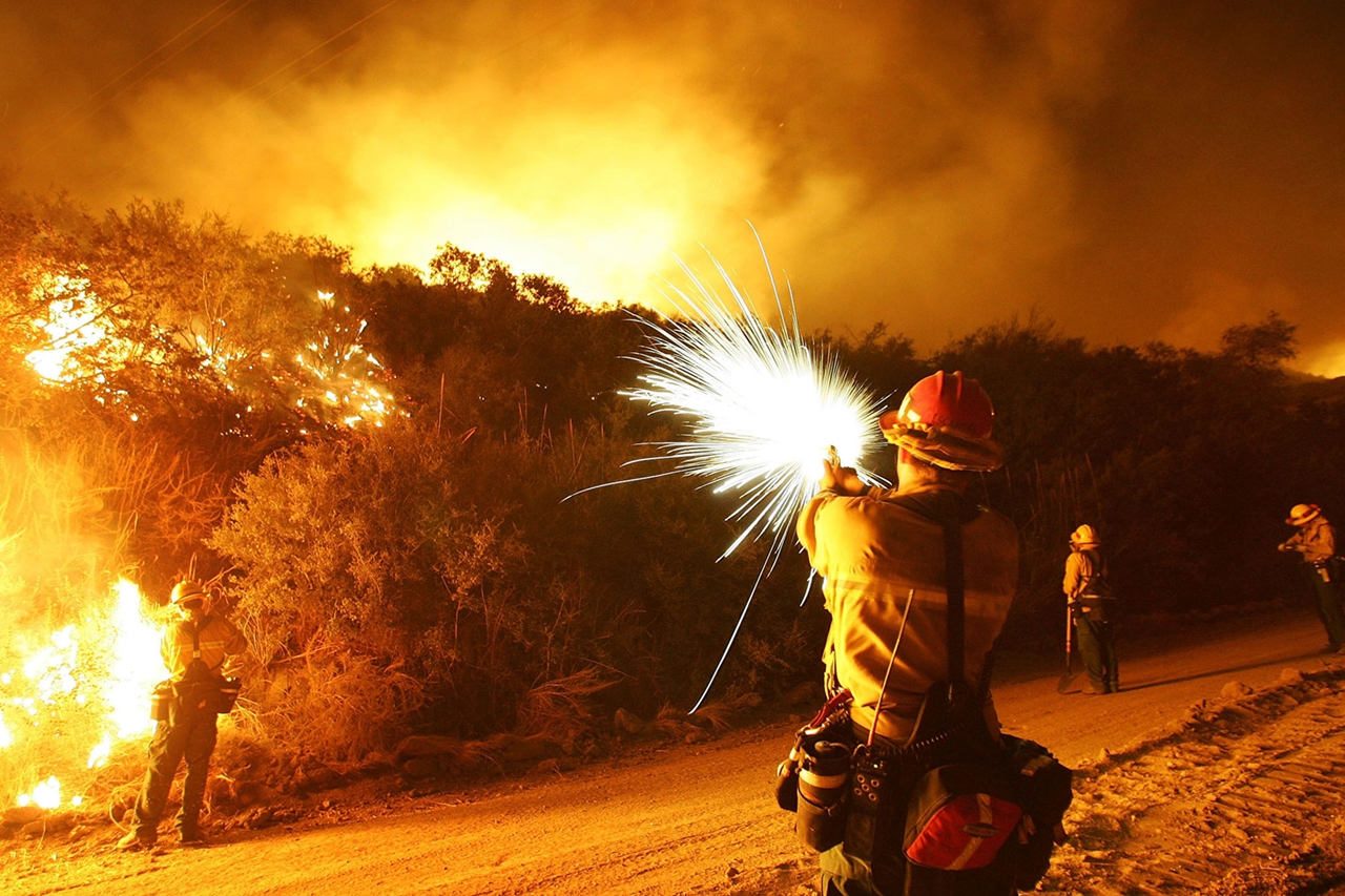 terrible-beauty-of-fire-in-california-16