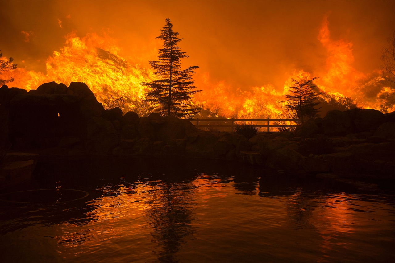 terrible-beauty-of-fire-in-california-17