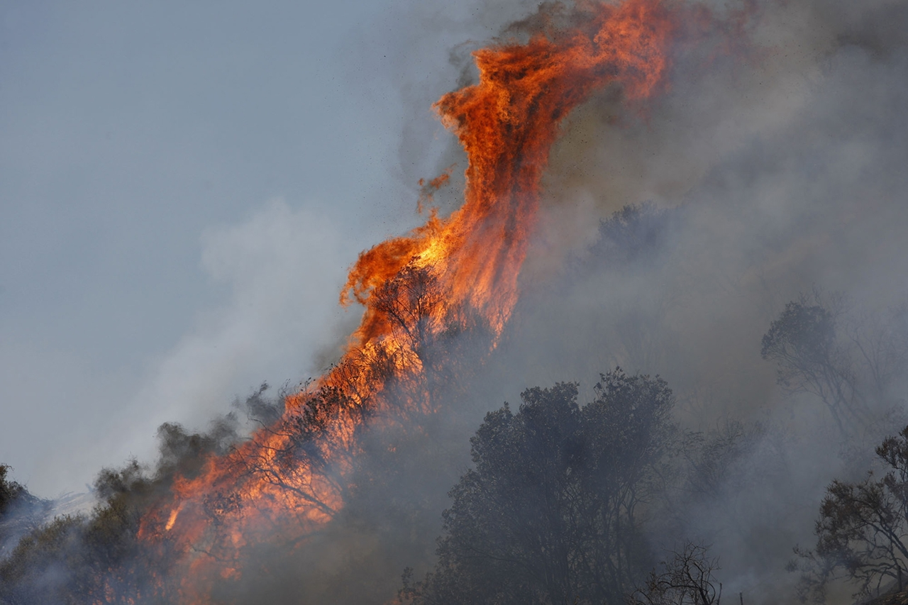 terrible-beauty-of-fire-in-california-20