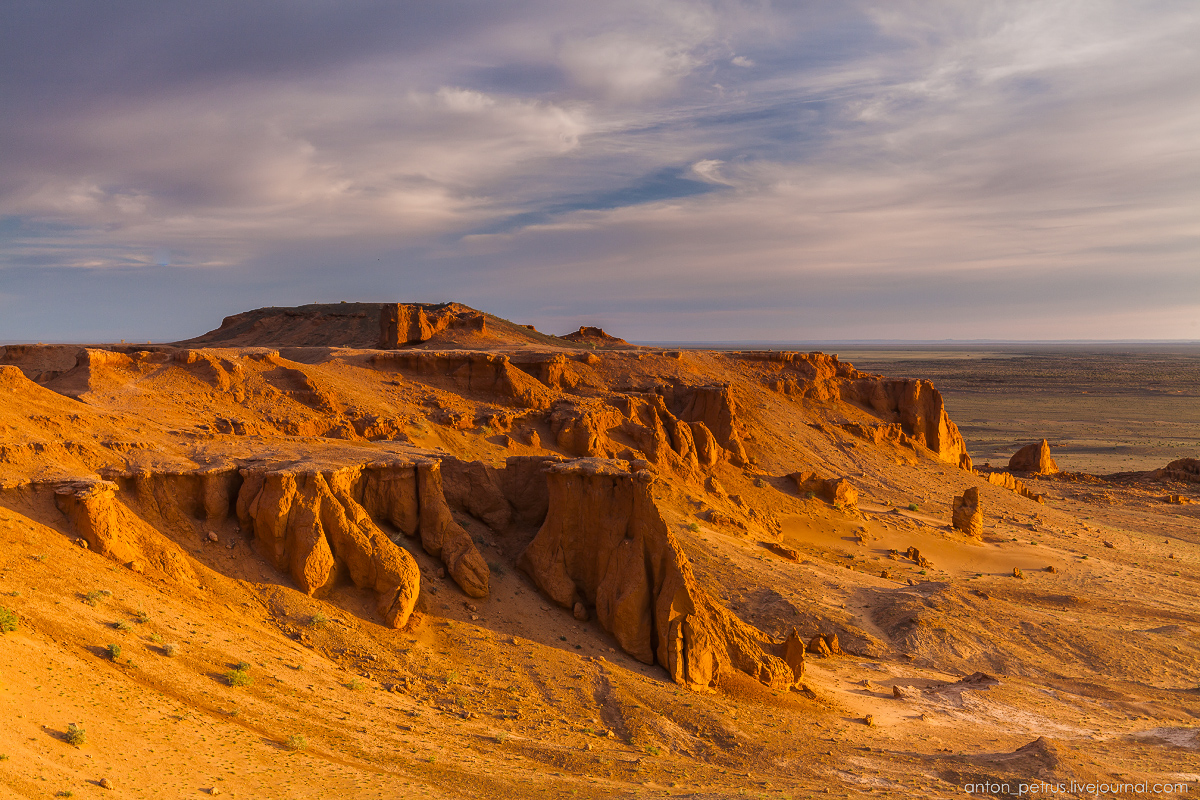 the-flaming-cliffs-of-bayanzag-in-the-gobi-desert-15