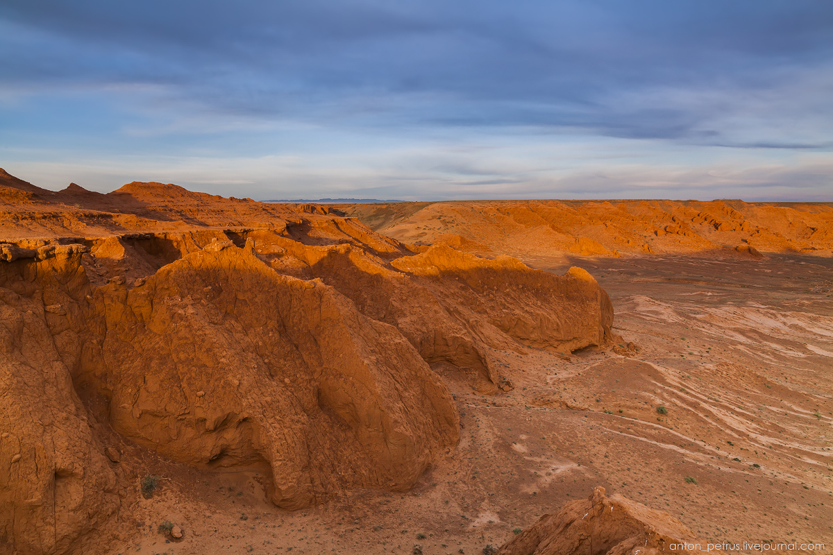 the-flaming-cliffs-of-bayanzag-in-the-gobi-desert-16