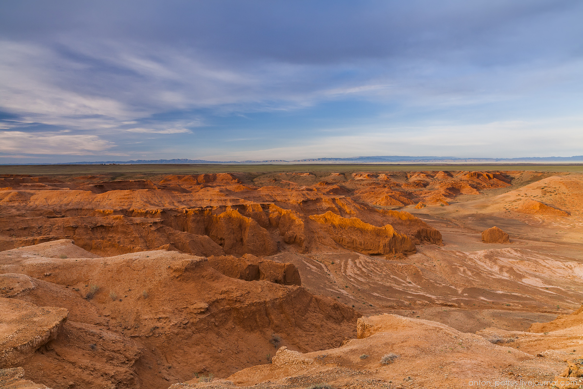 the-flaming-cliffs-of-bayanzag-in-the-gobi-desert-17
