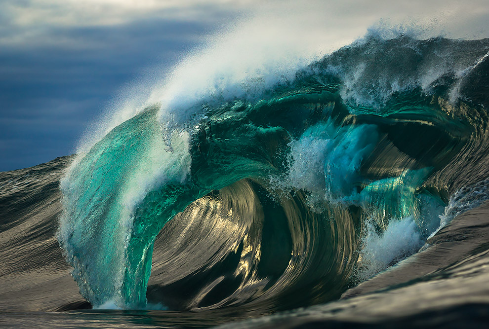 the-waves-of-the-ocean-in-stunning-photographs-by-matt-burgess-00