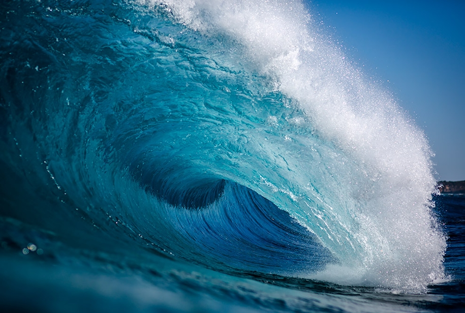 the-waves-of-the-ocean-in-stunning-photographs-by-matt-burgess-04