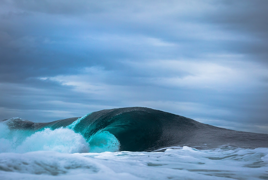 the-waves-of-the-ocean-in-stunning-photographs-by-matt-burgess-13