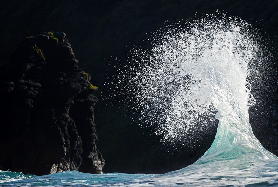 the-waves-of-the-ocean-in-stunning-photographs-by-matt-burgess-20