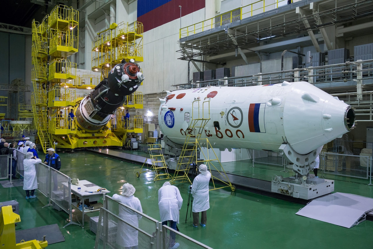 photos-of-the-launch-of-the-russian-spacecraft-soyuz-ms-02-and-the-american-antares-01