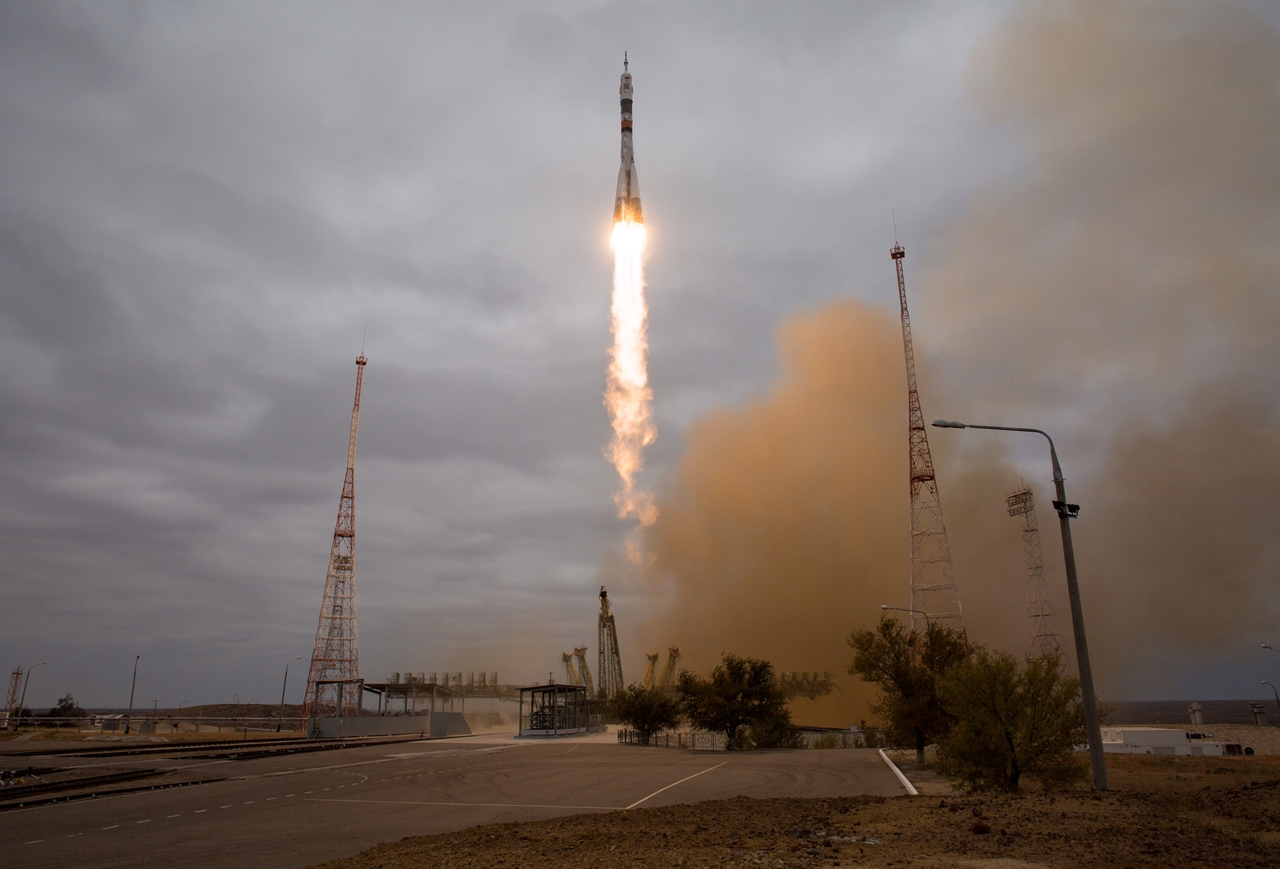 photos-of-the-launch-of-the-russian-spacecraft-soyuz-ms-02-and-the-american-antares-10
