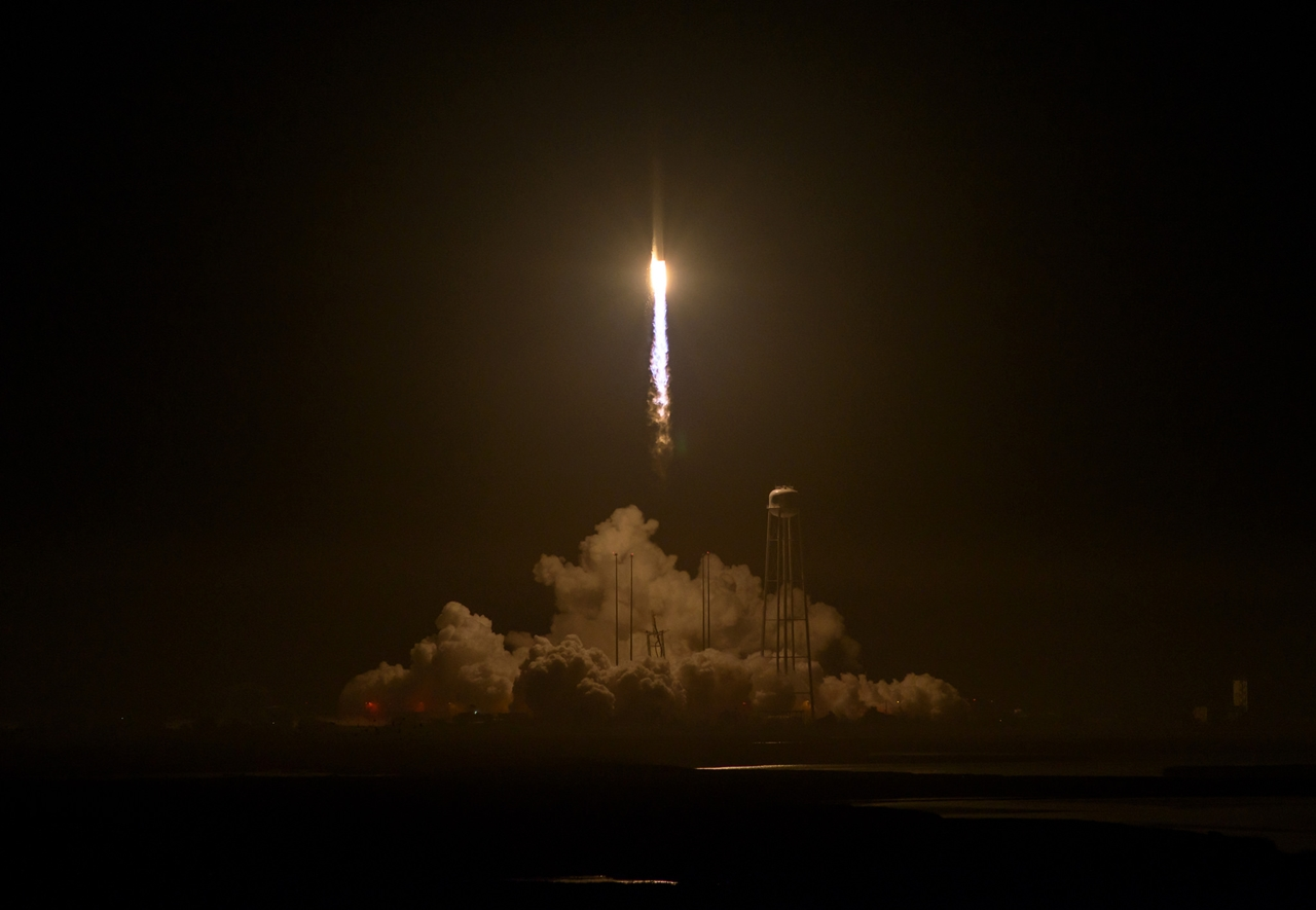 photos-of-the-launch-of-the-russian-spacecraft-soyuz-ms-02-and-the-american-antares-23