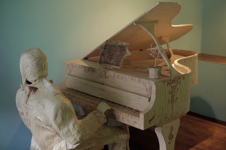 stunning-sculpture-of-a-pianist-of-matches-02