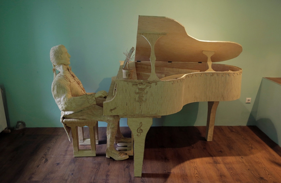 stunning-sculpture-of-a-pianist-of-matches-06