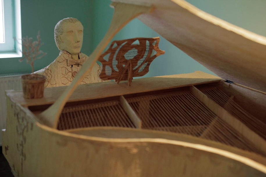 stunning-sculpture-of-a-pianist-of-matches-08