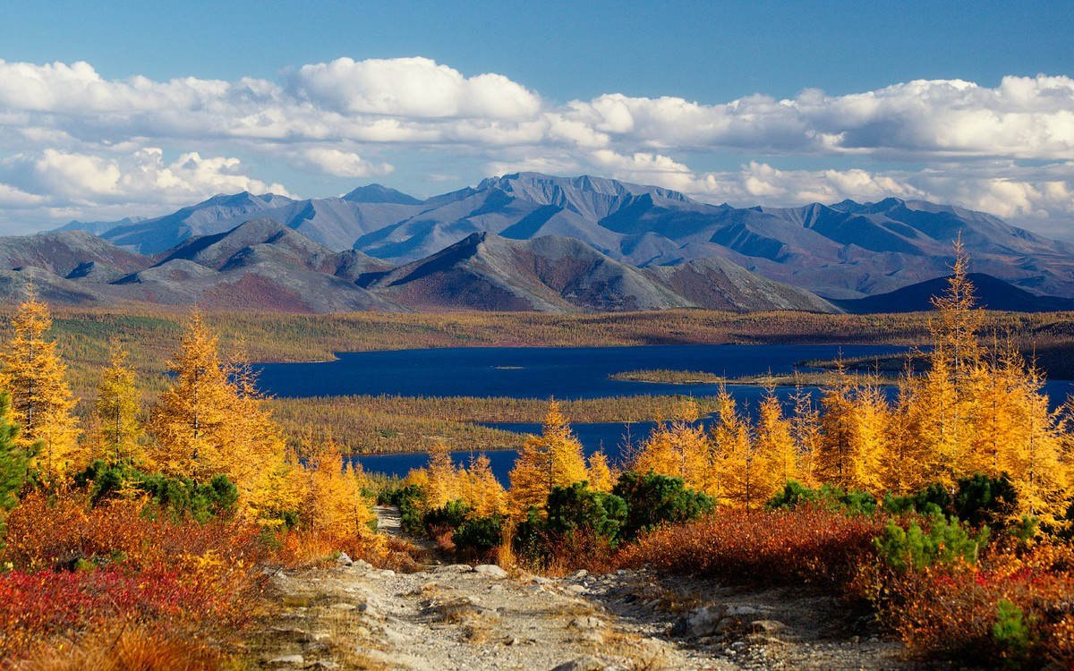 beautiful-autumn-scenery-of-magadan-in-the-photos-alexey-kharitonov-01