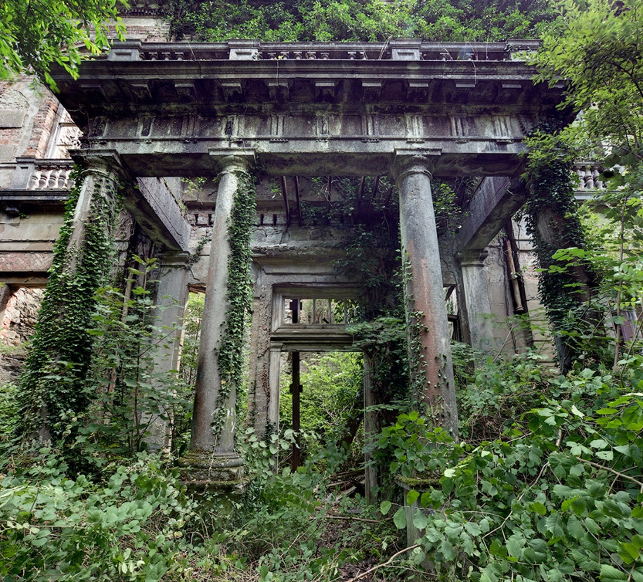 beautiful-photos-of-abandoned-places-in-europe-09