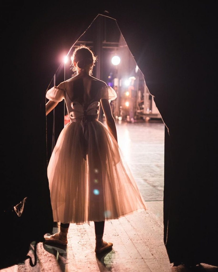 behind-the-scenes-of-the-russian-ballet-photos-ballerina-dariani-volkova-04