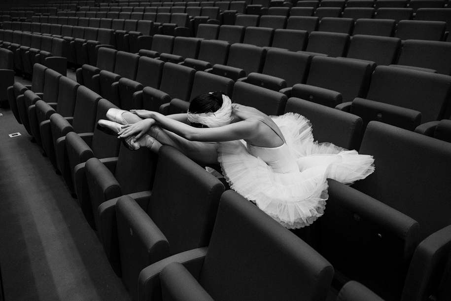 behind-the-scenes-of-the-russian-ballet-photos-ballerina-dariani-volkova-12