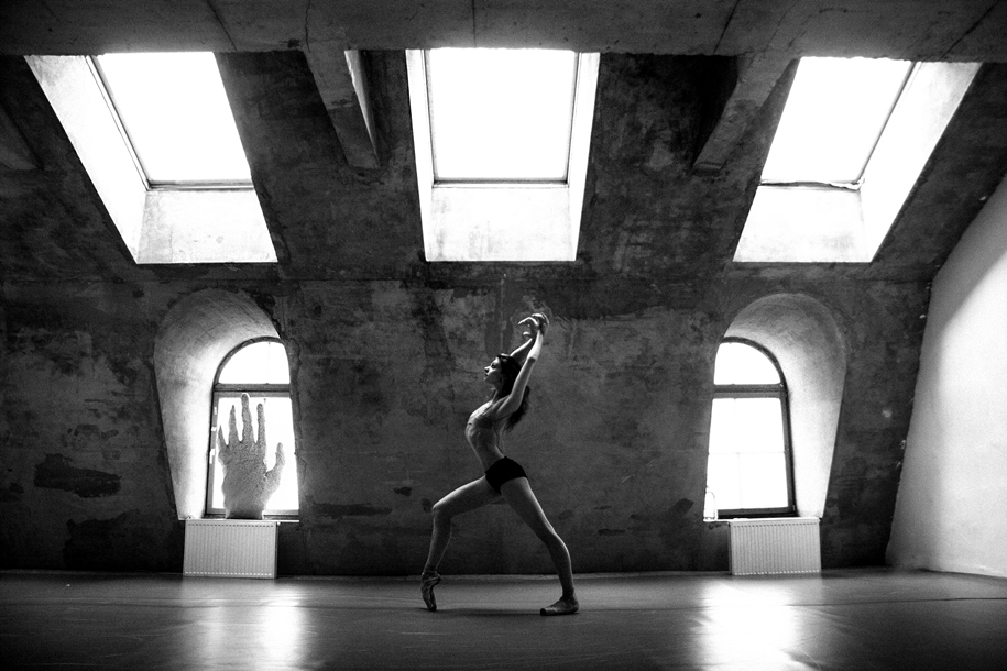 behind-the-scenes-of-the-russian-ballet-photos-ballerina-dariani-volkova-16