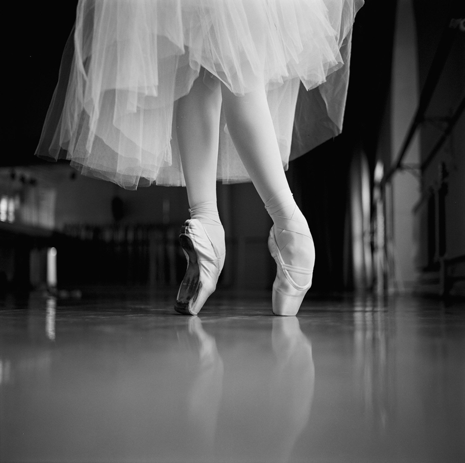 behind-the-scenes-of-the-russian-ballet-photos-ballerina-dariani-volkova-21