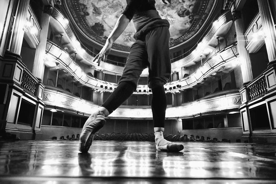 behind-the-scenes-of-the-russian-ballet-photos-ballerina-dariani-volkova-22
