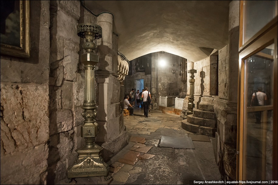 church-of-the-holy-sepulchre-in-jerusalem-18