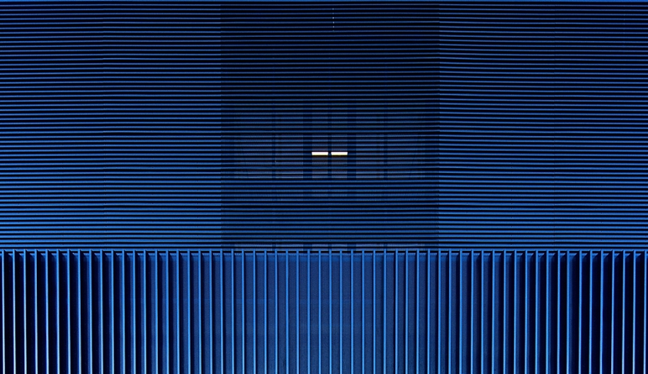 cold-indigo-in-urban-and-architectural-photographs-from-all-over-the-world-20