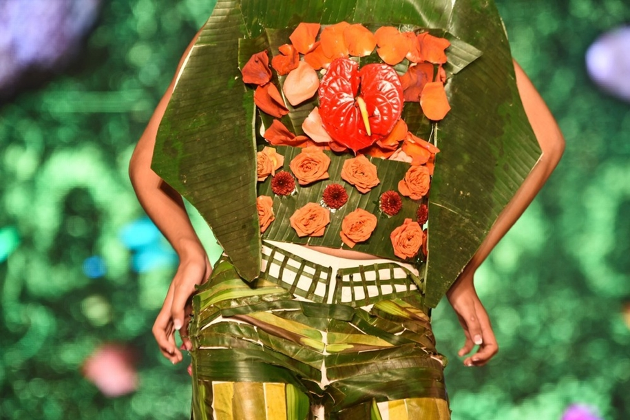colorful-outfits-from-plants-on-biofashion-show-09