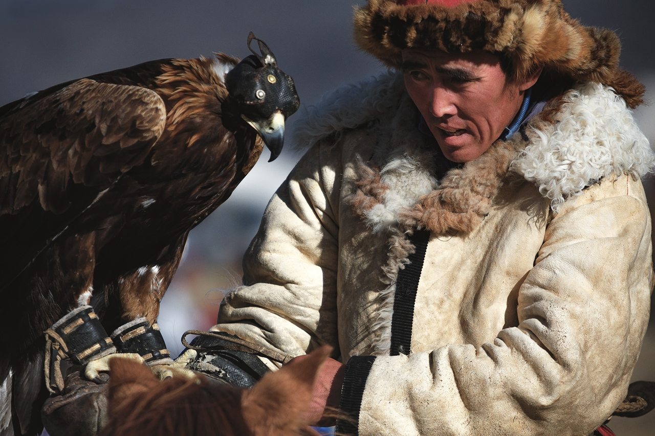 festival-golden-eagle-in-mongolia-02