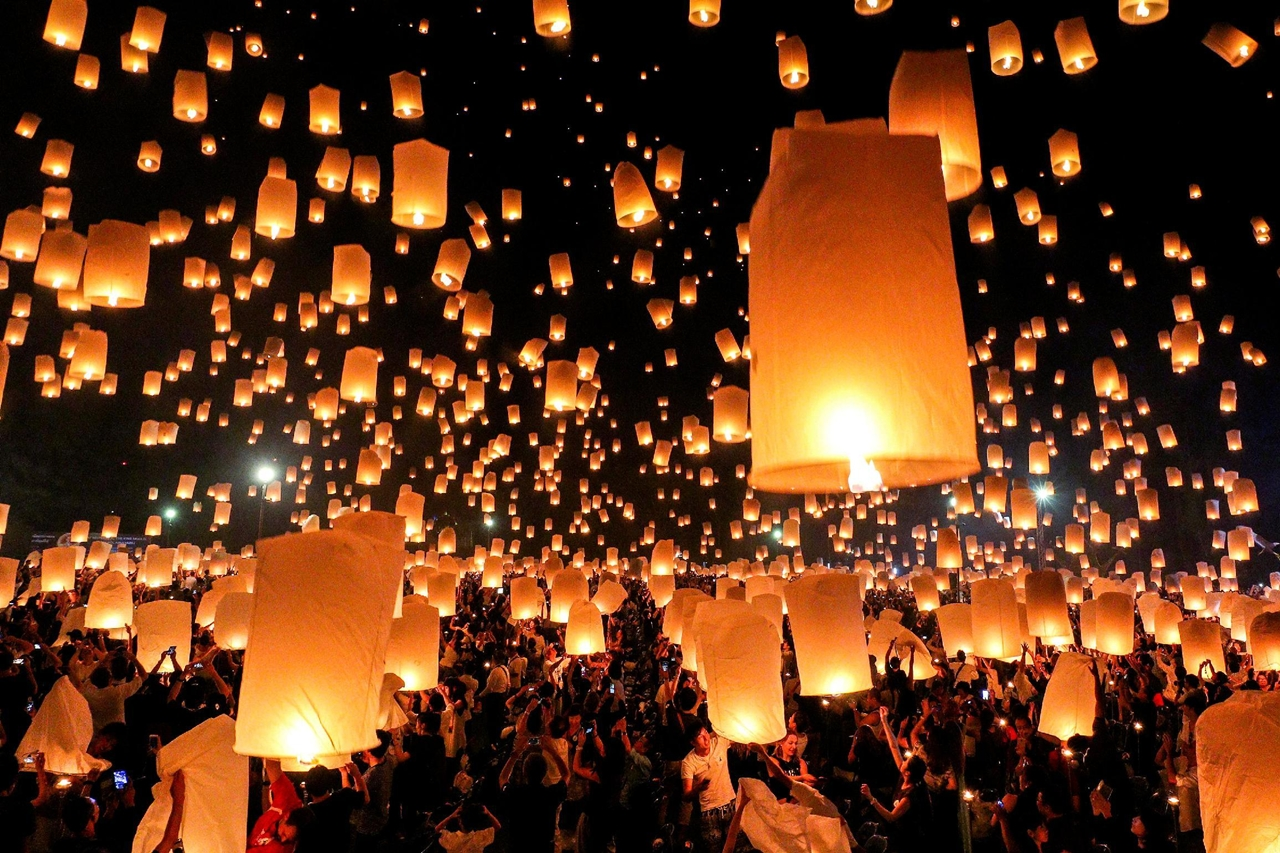 festival-of-sky-lanterns-in-thailand-00