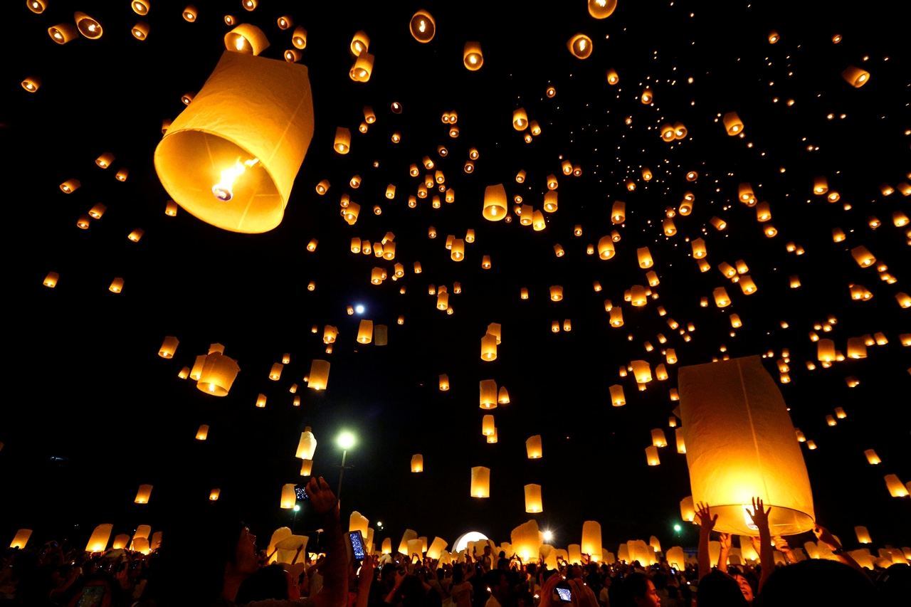 festival-of-sky-lanterns-in-thailand-03