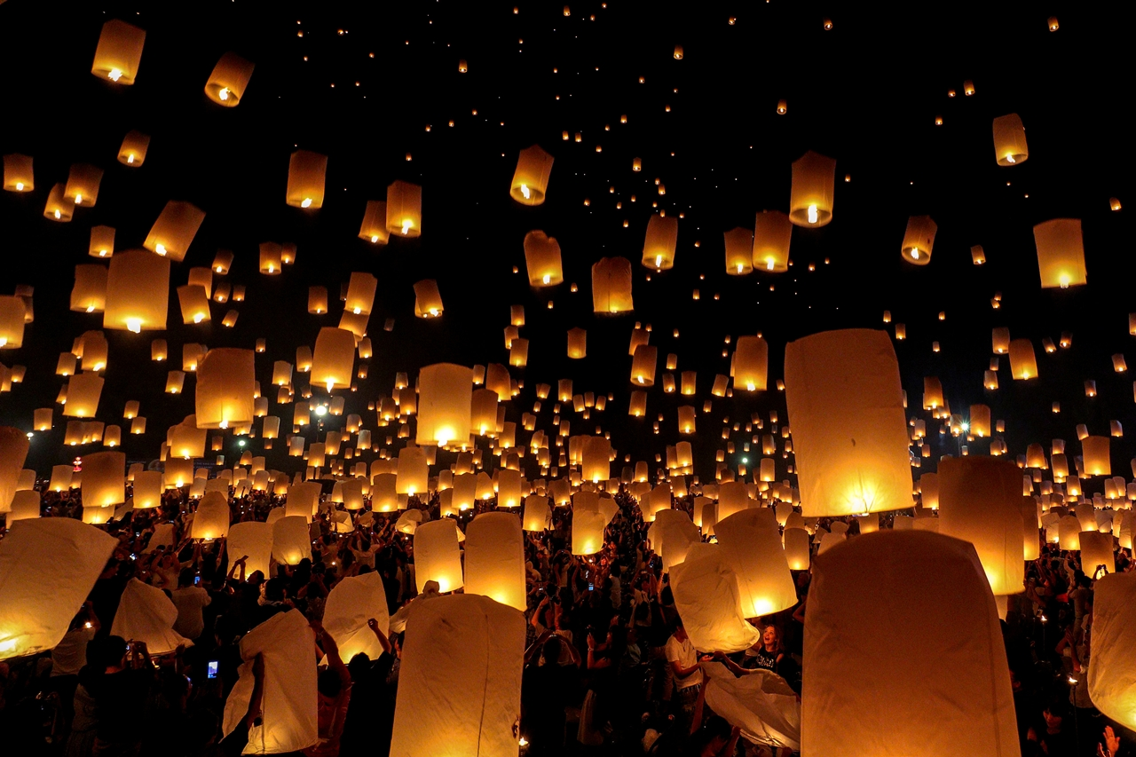 festival-of-sky-lanterns-in-thailand-04