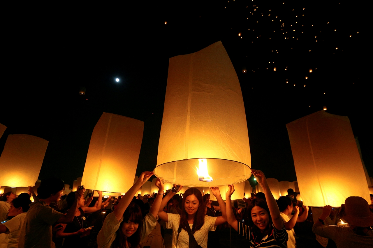 festival-of-sky-lanterns-in-thailand-08