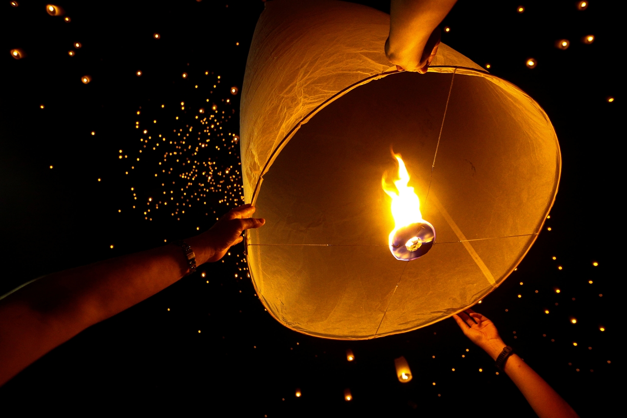 festival-of-sky-lanterns-in-thailand-10