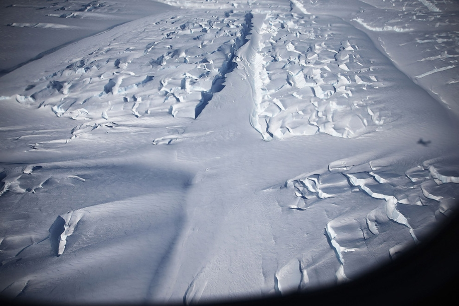 flying-above-antarctica-03