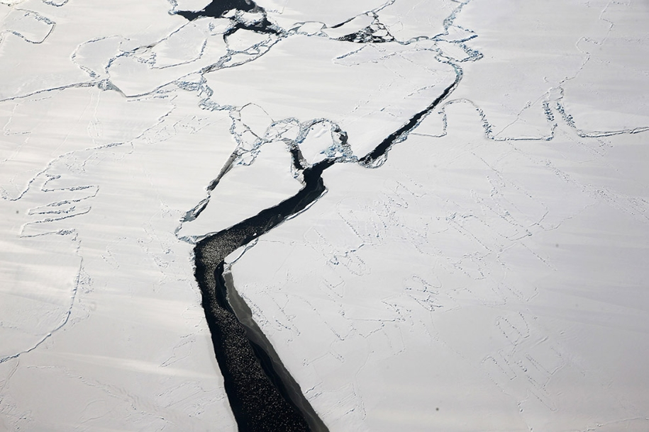 flying-above-antarctica-05