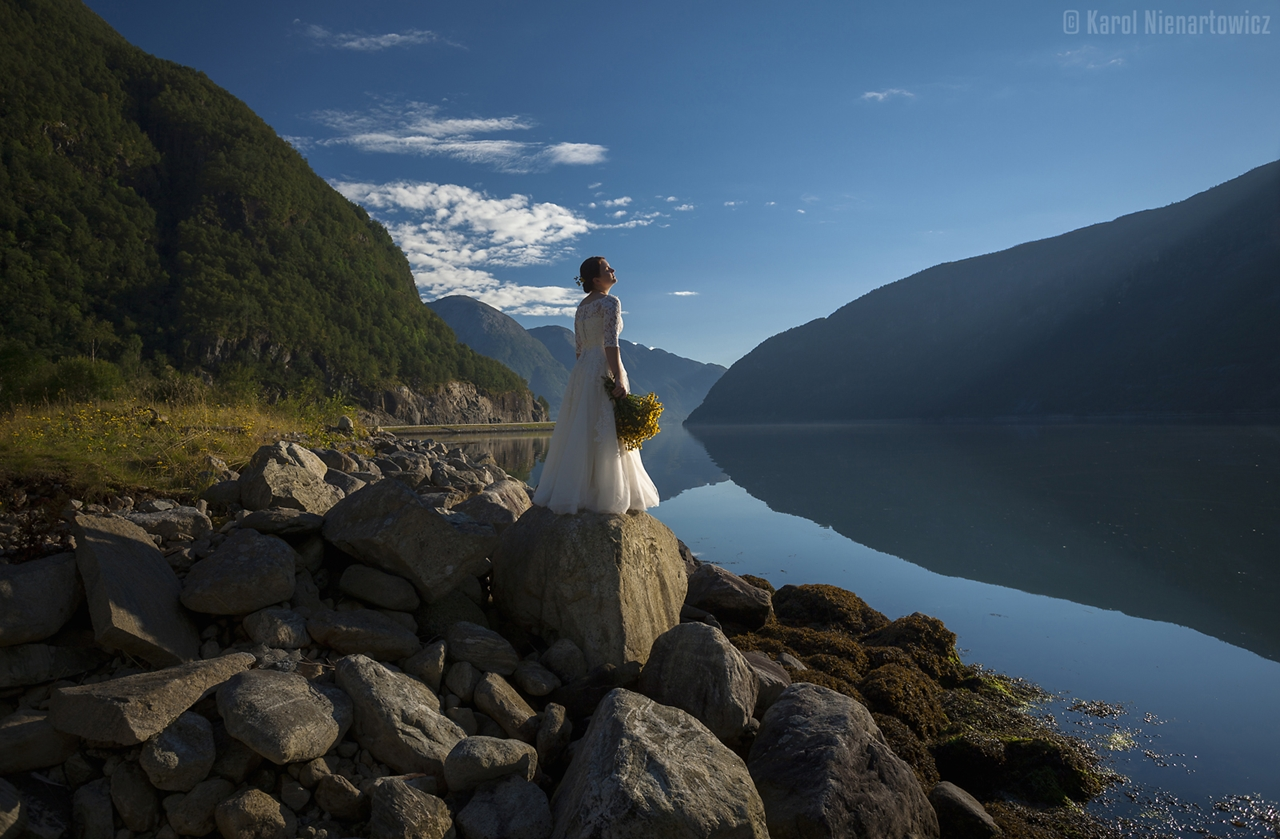 honeymoon-in-photos-bride-on-the-background-of-stunning-scenery-13