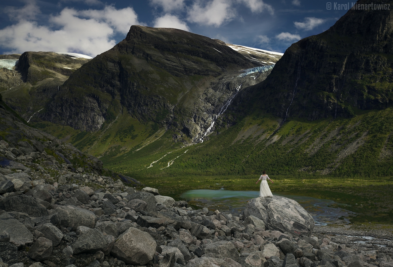 honeymoon-in-photos-bride-on-the-background-of-stunning-scenery-15