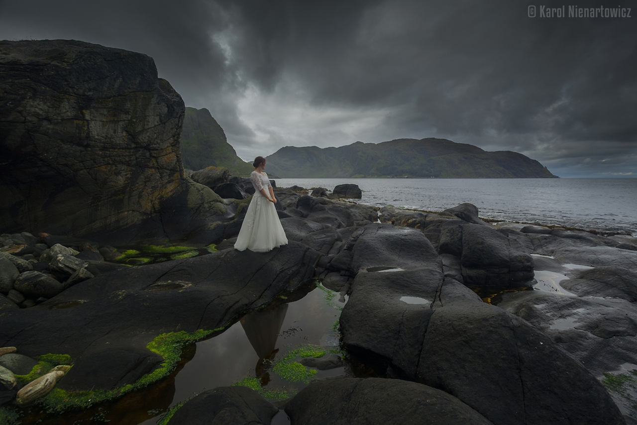 honeymoon-in-photos-bride-on-the-background-of-stunning-scenery-17