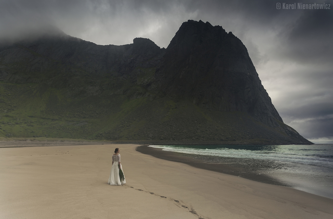 honeymoon-in-photos-bride-on-the-background-of-stunning-scenery-19