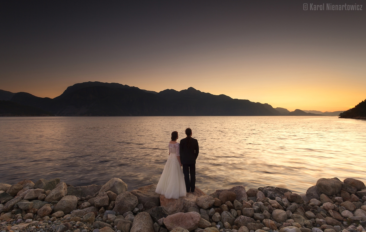 honeymoon-in-photos-bride-on-the-background-of-stunning-scenery-24
