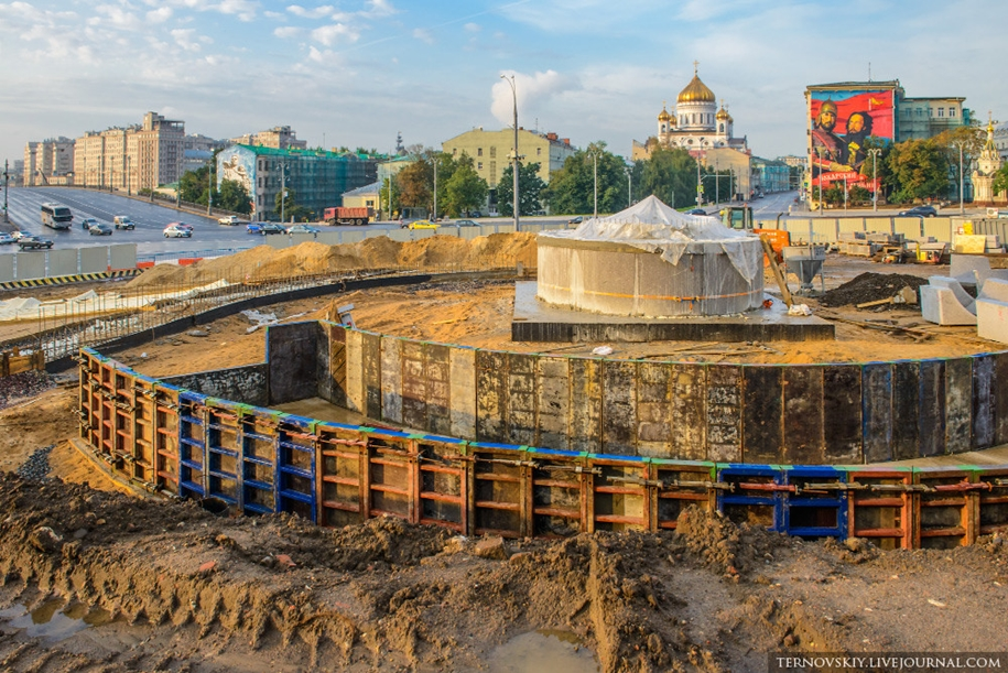 how-to-put-the-monument-to-prince-vladimir-03