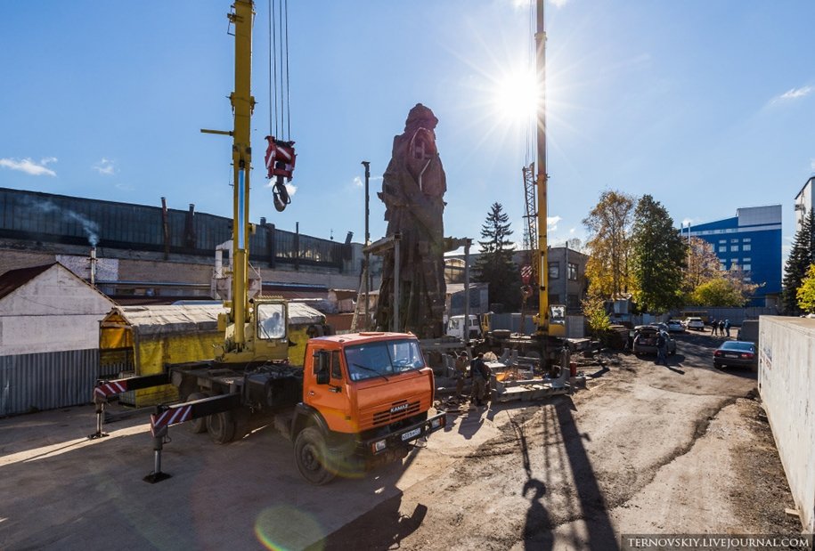 how-to-put-the-monument-to-prince-vladimir-09
