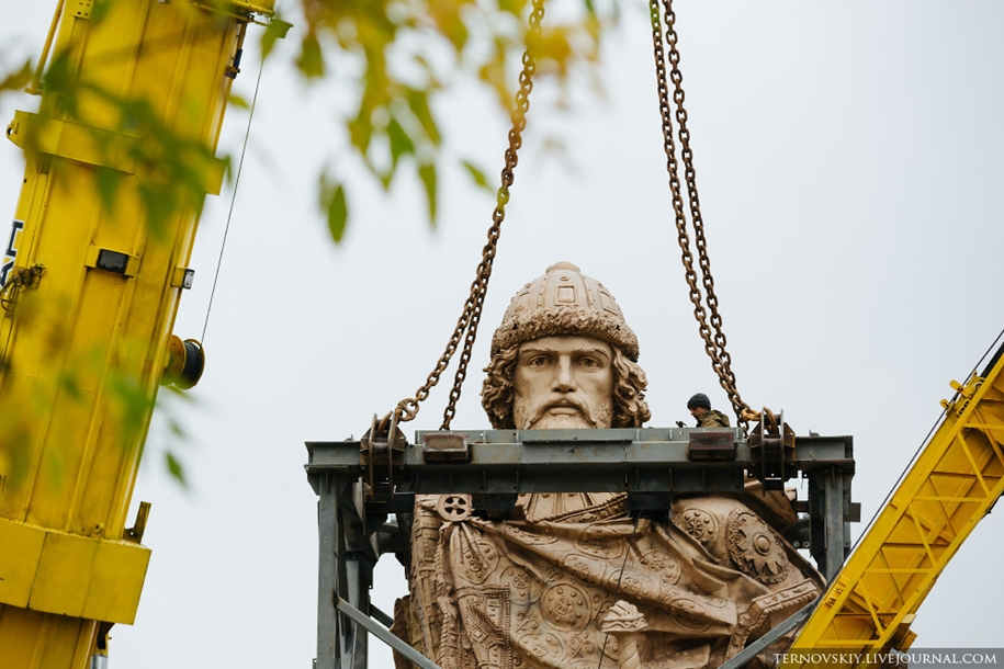 how-to-put-the-monument-to-prince-vladimir-13