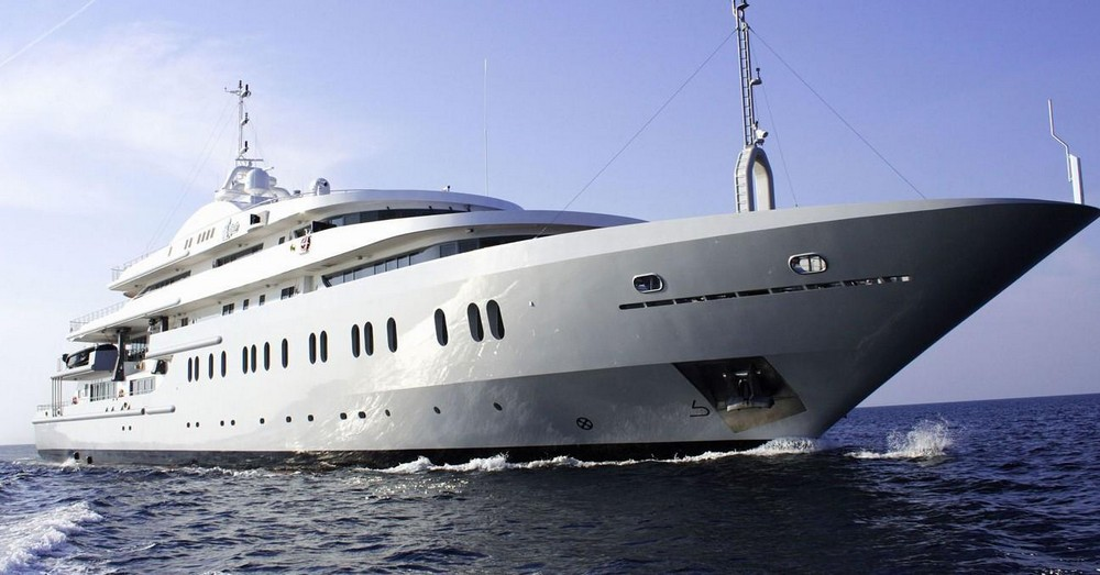 luxury-yacht-the-embodiment-of-beauty-freedom-and-a-symbol-of-security-01