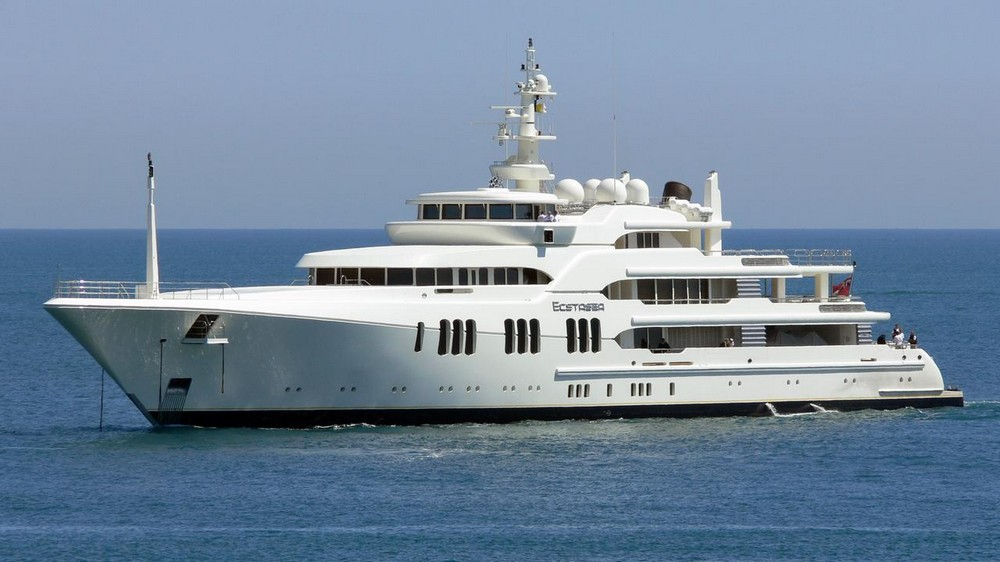 luxury-yacht-the-embodiment-of-beauty-freedom-and-a-symbol-of-security-02