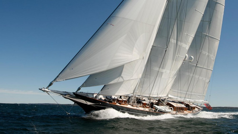 luxury-yacht-the-embodiment-of-beauty-freedom-and-a-symbol-of-security-03