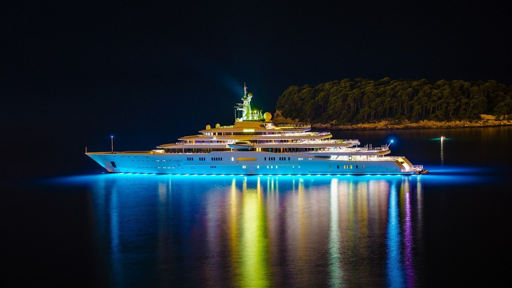 luxury-yacht-the-embodiment-of-beauty-freedom-and-a-symbol-of-security-04
