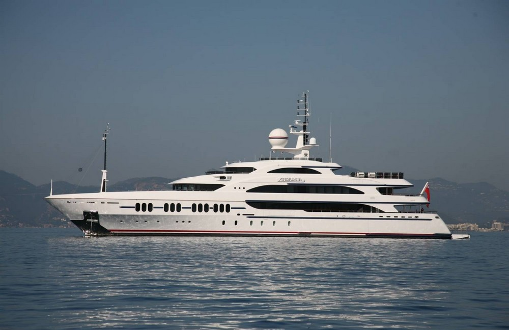 luxury-yacht-the-embodiment-of-beauty-freedom-and-a-symbol-of-security-07